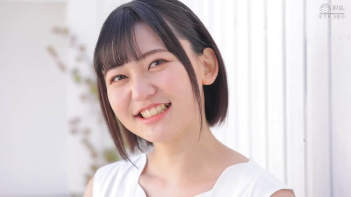 A Cheerful College Girl With A Great Smile, And Dazzlingly Wonderful Short Hair 18 Years Old A Fresh Face Kiu Aihara An Adult Video Debut We Couldn't Seduce Her On the Magic Mirror Number Bus, But ...